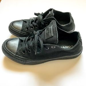 Converse| All Black Size 7
